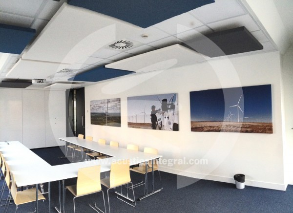 Absorbent treatment in conference room with Acustiart and Acustiart Digital.