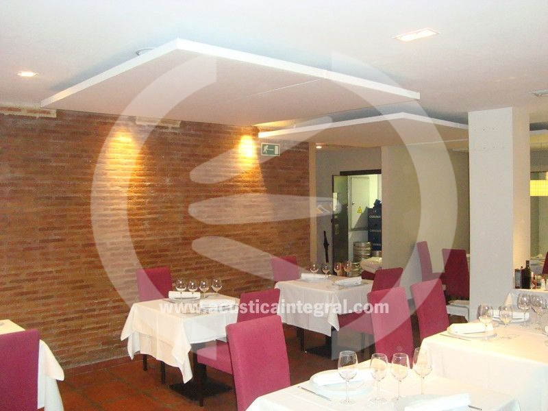 Acoustic absorbent treatment in Restaurant