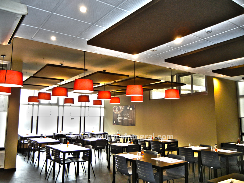Absorbent Treatment With Acoustic Panels For A Restaurant